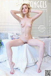 Amour Angels - Cutie Showoff